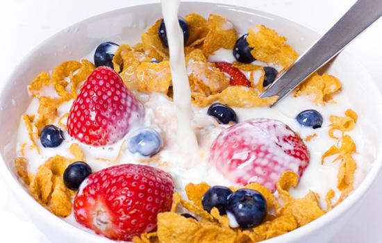 تناول طعام الفطور يخفّف الجوع و يحدّ من الإفراط في الأكل