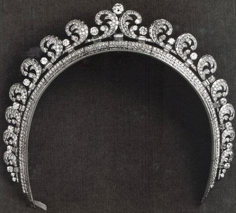 تيجان ملكية  امبراطورية فاخرة Kate-middleton-1-11-12-2013