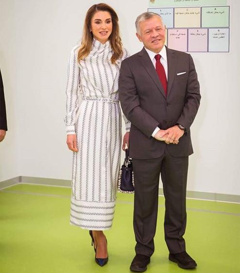 83697092cc87b إطلالة الملكة رانيا أجمل خيار لمناسباتك النهارية