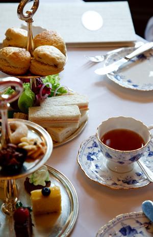 إتيكيت وإرشادات كيف تتصر فين خلال حفلات الشاي Gheir
