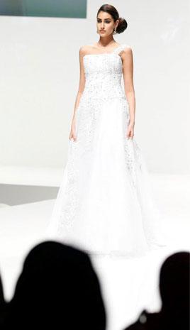4088dab3456e1 إليك أجمل فساتين الزفاف من معرض العروس أبوظبي