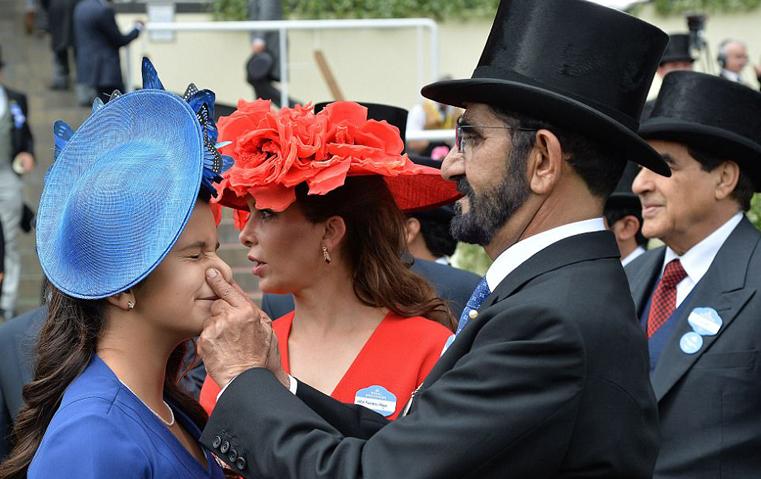 لقطة مرحة تجمع بين حاكم دبي وابنته الشيخة الجليلة في أسكوت