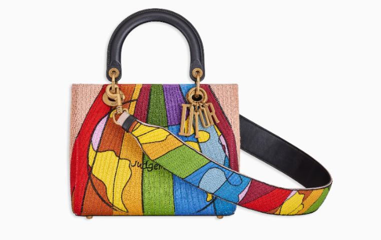 73b5236de57a8 5 حقائب جديدة تعكس ولعك بالفنون  وسيلتك للتعبير عن شغفك بالألوان ...