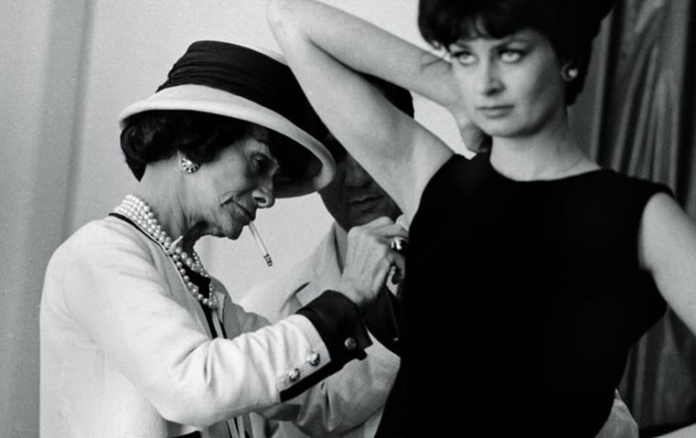 هذه هي حكاية الأيقونة التي غزت عالم الأزياء في باريس وحرّضت المرأة على التحرّر!