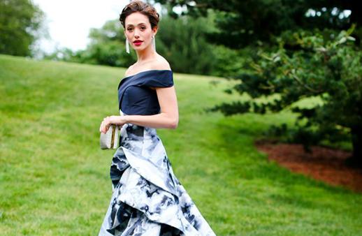 هل هذا هو فستان فرح إيمي روسوم؟