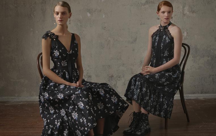 قبل يوم من إطلاقها في الأسواق، مقابلة تعرّفك إلى تفاصيل تعاون Erdem مع H&M في مجموعة حصرية!