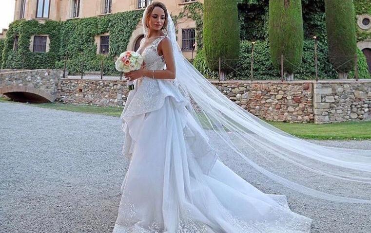 تزوجت في قصر تاريخي إسباني وارتدت فستانا باهراً من زهير مراد، فمن هي؟