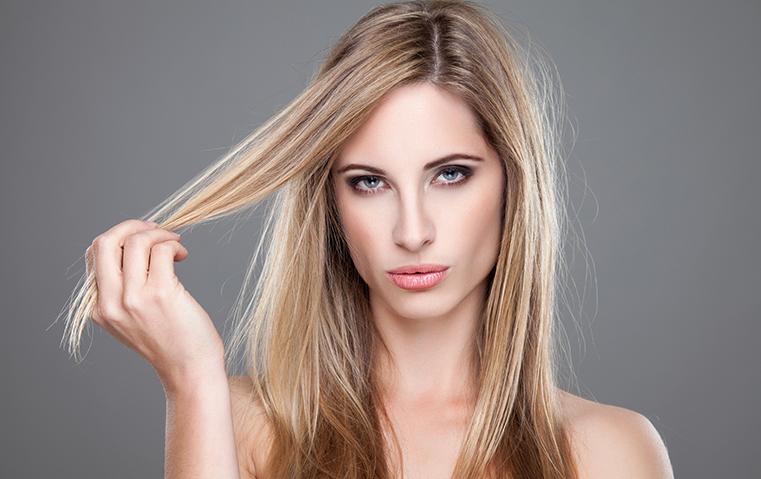 حيل لم تخطر على بالك تساعدكِ على التعامل مع الشعر الدهني