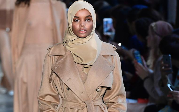7 حقائق لا تعرفينها عن عارضة الأزياء المحجّبة حليمة عدن!