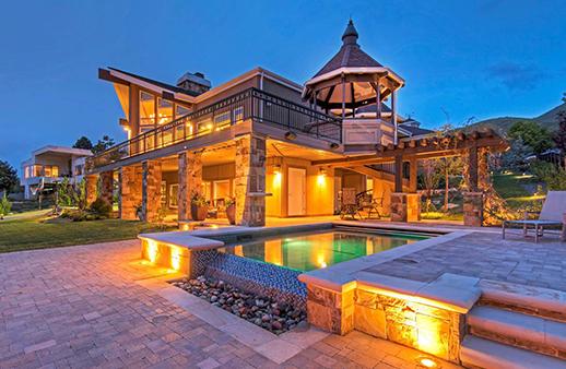 اختاري من بين هذه المنازل الفخمة لإطلالة ريفية