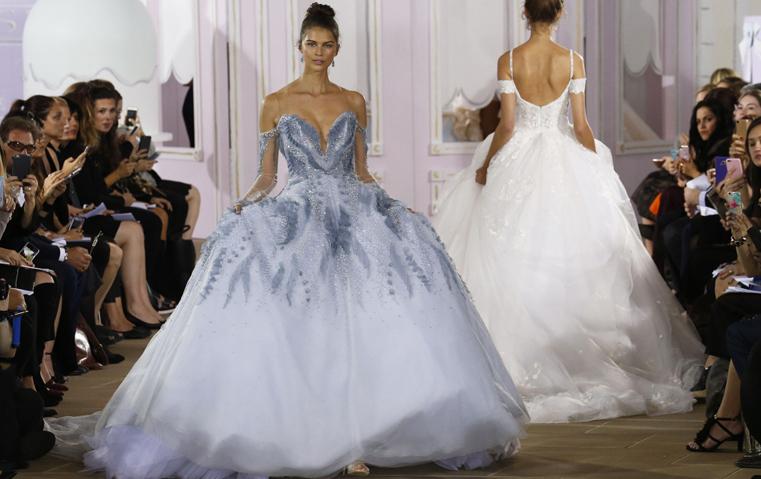 هل تجرئين على ارتداء فستان زفاف مستوحى من قالب الحلوى؟