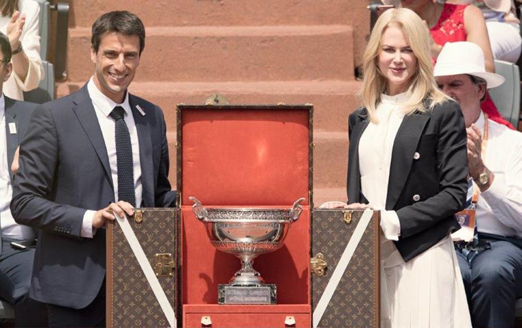 نيكول كيدمان ترافق صندوق كأس لويس فويتون لنهائيات بطولة فرنسا