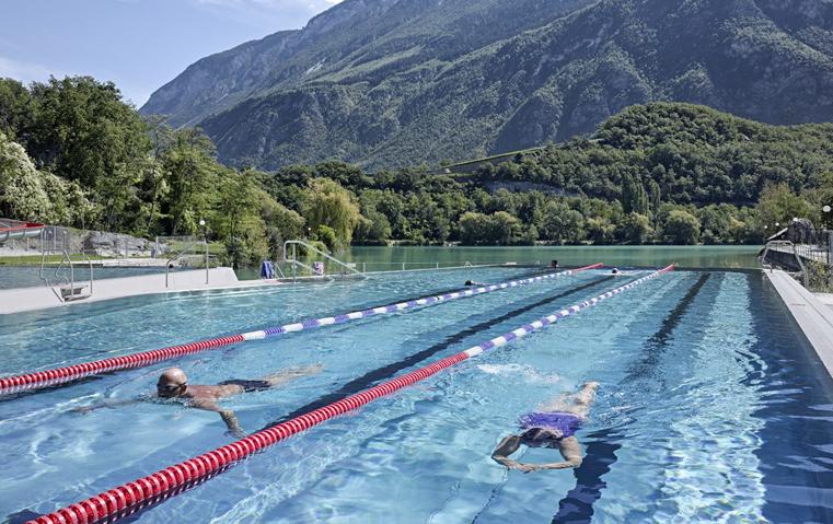 أشهر أحواض السباحة في العالم: تصاميم تفوق كل توقعاتك!