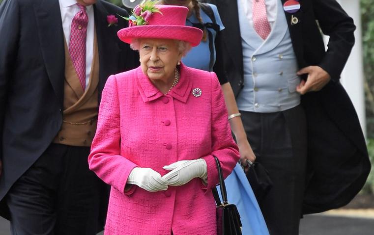 لهذا السبب ارتدت الملكة إليزابيث اللون الوردي في أسكوت