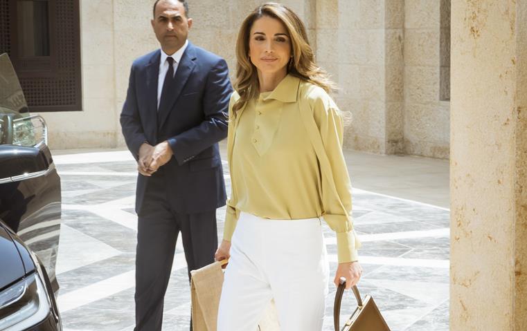 الملكة رانيا تختار حقيبة سيلين الفخمة لإطلالتها الأخيرة