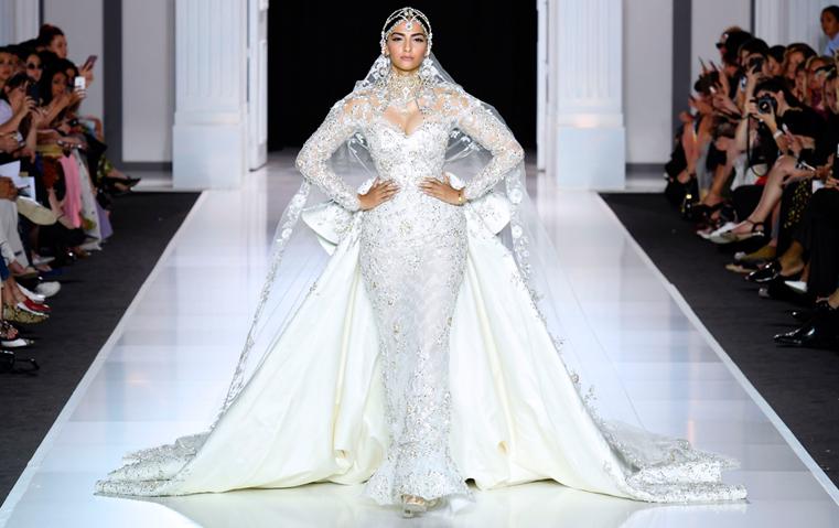 سونام كابور عروس رالف أند روسو في عرض باريسي باهر