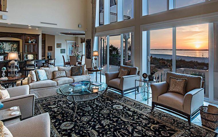 تجوّلي معنا في أجمل المنازل المطلة على على البحر من حول العالم!
