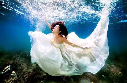 ما رأيك بالاحتفال بزفافك تحت الماء؟