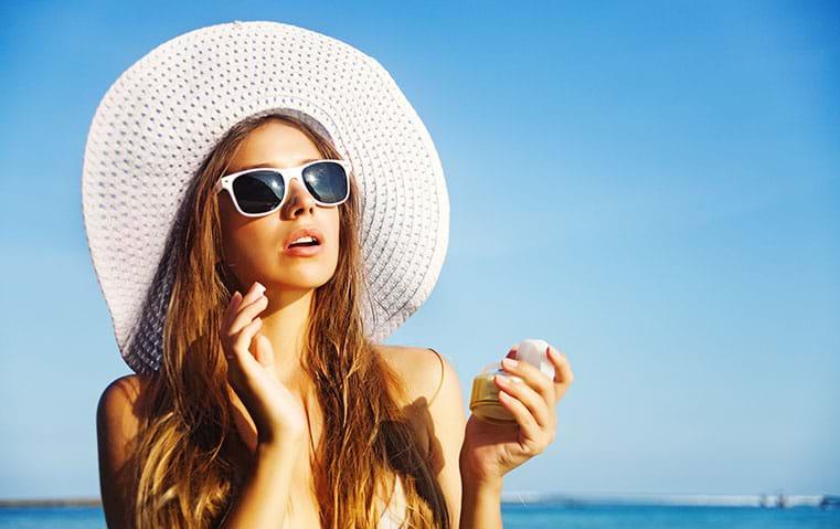 ما هي الأخطاء الفادحة التي تقترفينها عند تطبيق كريمات الحماية من أشعة الشمس؟
