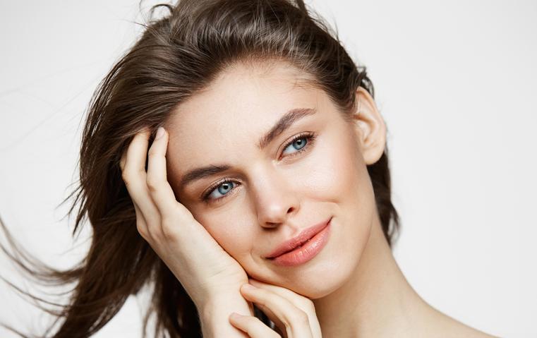 أبرز المشاكل التي تؤرّق بشرتك المثالية... إليك حلولها!