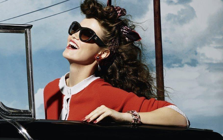 1bd9169e7 النظارات. شانيل تستقبل الخريف بالنظارات الشمسية التي تعكس حرية المرأة  وقوّتها
