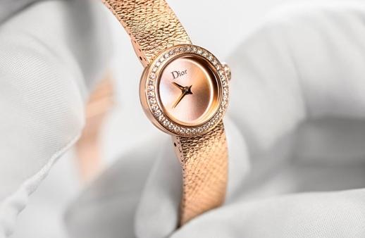 2639b9d40a4c0 La D De Dior  ساعة ستقعين حتماً في حبّها!