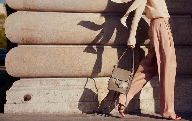 هذه الحقيبة ستمنحك لوكاً باريسياً معفماً بالجاذبية والأناقة!