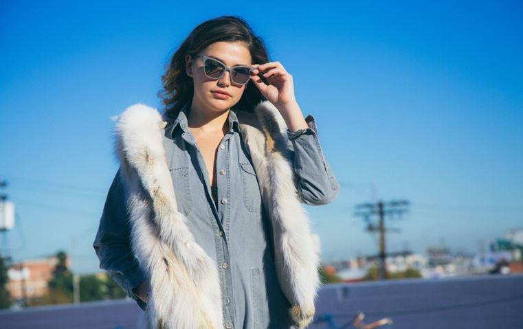 ماذا تعرفين عن شقيقتَي جيجي وبيلا  حديد؟ مقابلة تكشف لكِ شغفهما في تصميم النظارات!