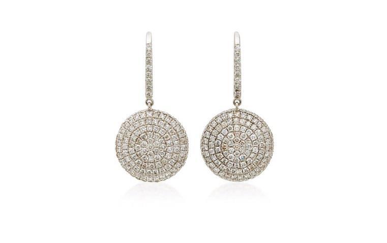 3 مصمّمي مجوهرات على عاشقة المجوهرات الاستثنائية التعرّف إليهم
