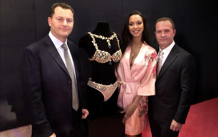 هذه هي أطقم المجوهرات التي ارتدتها عارضات فيكتورياز سيكريت خلال العرض!
