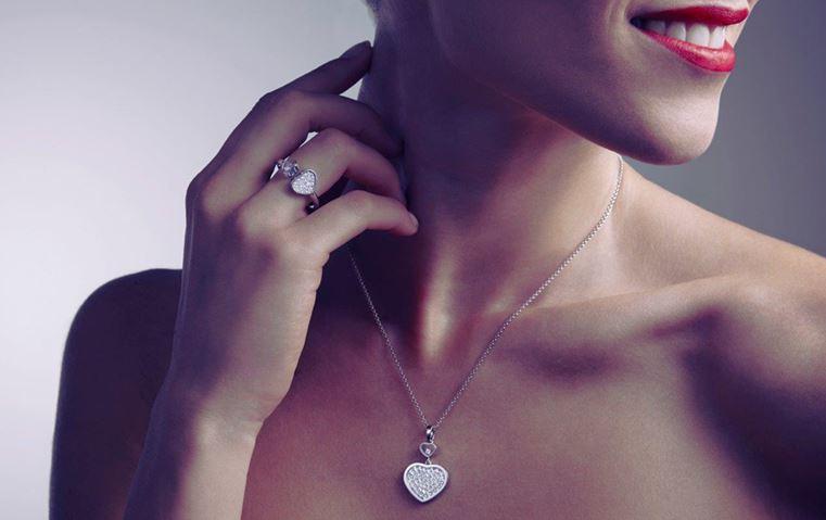 ستذهلك المجوهرات التي أضافتها شوبارد إلى مجموعاتها بمناسبة موسم الأعياد!
