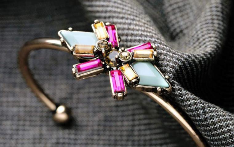 أجمل خواتم السوليتير ومجوهرات السافير الأزرق اختاريها لاحتفالات نهاية العام!