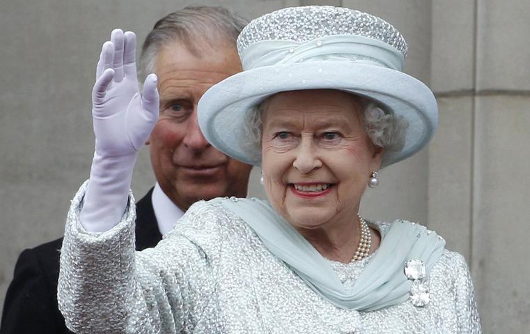 تعرفي على 5 من أجمل البروشات من ضمن مقتنيات الملكة إلزابيث الثانية