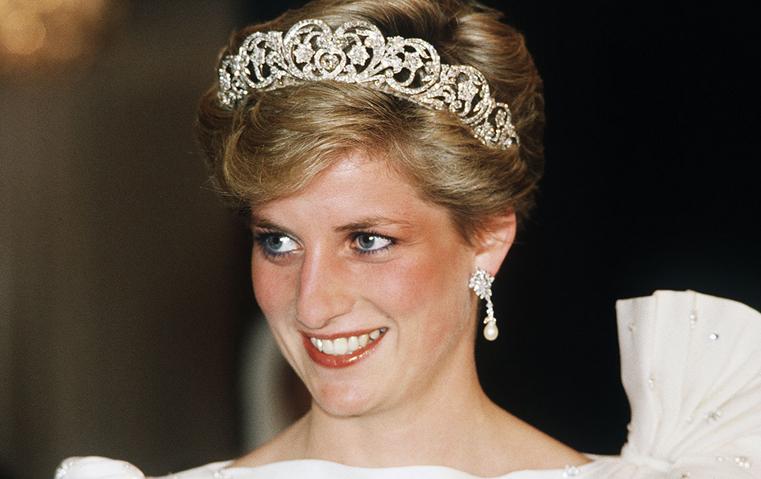 هل كانت أجمل مجوهرات الأميرة ديانا مزيّفة؟