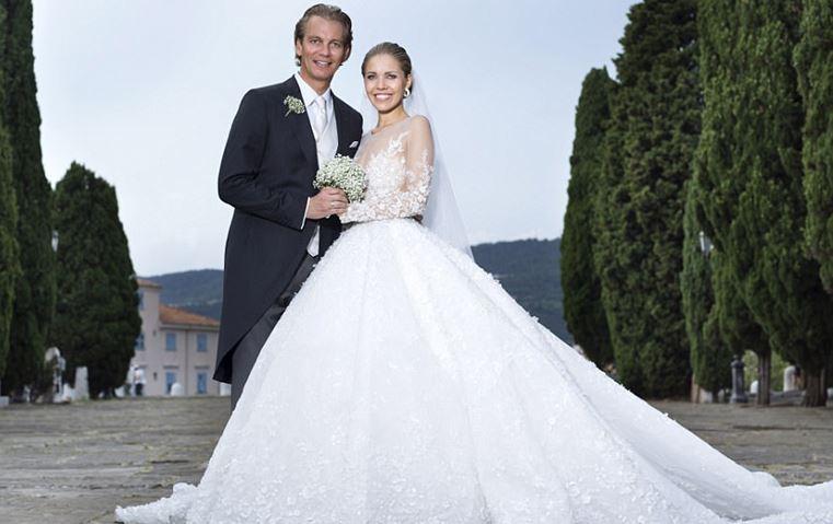فستان زفاف فيكتوريا سواروفسكي يدخل التاريخ بترفه