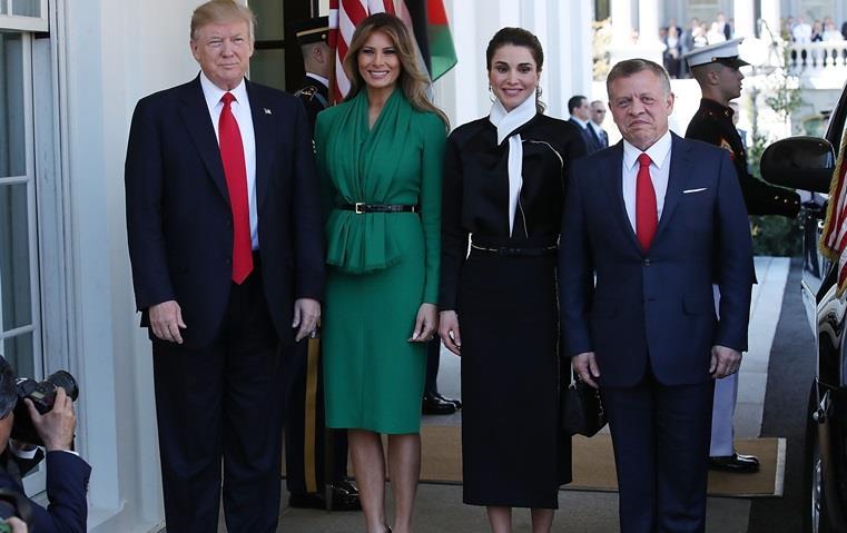 لإطلالة رمضانية ناجحة، استوحي من أناقة الملكة رانيا!