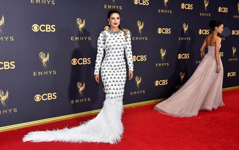 أجمل 15 فستاناً في حفل جوائز Emmy، من بينها 3 لمصممين لبنانيين!