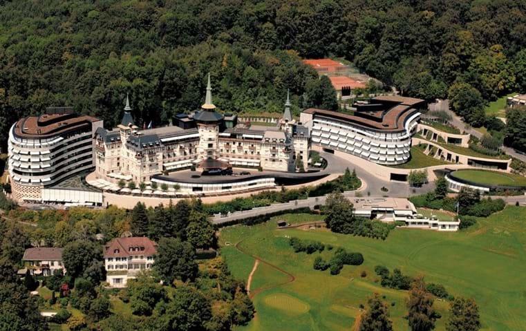 عيشي ترف السياحة التجميلية في هذا القصر السويسري