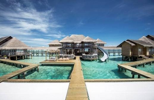 هل ترغبين في تجربة استثنائية جداً في المالديف؟ إليكِ التفاصيل