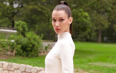 بيلا حديد تبدو طبيعية في فيديو جمالي من ديور