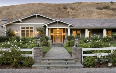 هذا هو المنزل الذي تخلت عنه كايلي جينير: يضم سينما وحدائق رائعة