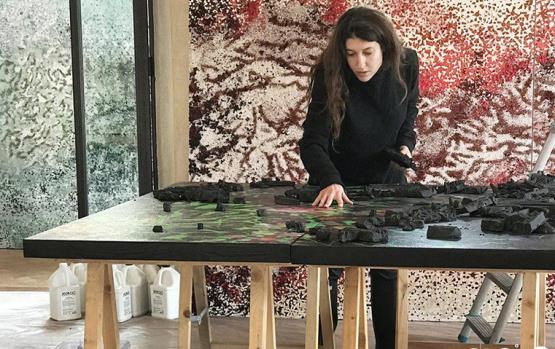 مقابلة تعرّفك إلى فن ياسمينة علاوي: تناقض جذاب بين المفاهيم