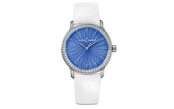للمرأة الأنيقة.. لا تتردّدي باقتناء هذه الساعة!