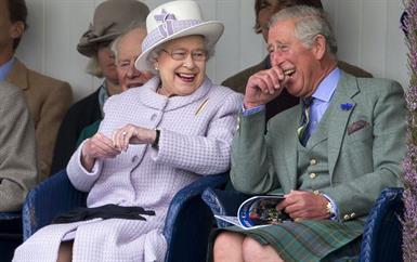 هذه هي القصّة العاطفية التي كنّا نجهلها وراء خاتم خطوبة الملكة إليزابيث!