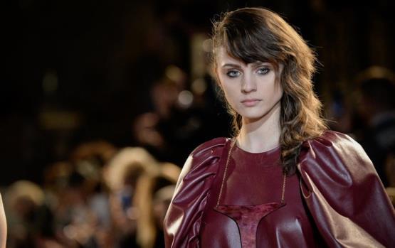 دليلك لصيحات الشعر والمكياج من أسبوع باريس للموضة