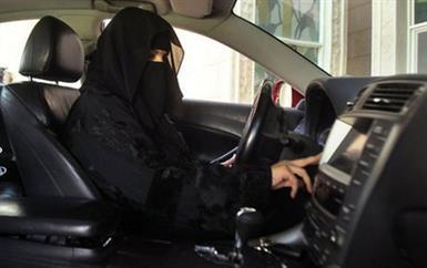 مجموعة من الكويتيات يوجّهن نصائح هامة للسعوديات لبدء قيادة السيارات