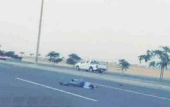 بالفيديو.. حادث دهس تعرض له وافد صومالي حاول الهرب من دوريات الأمن في جدة