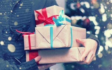 مع اقتراب موسم الأعياد، تعرّفي إلى إتيكيت تبادل الهدايا