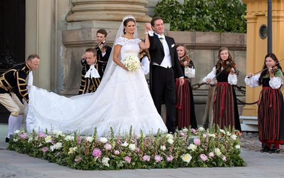 لا تفوّتي رؤية هذه الصور النادرة لفساتين زفاف الأميرات والملكات