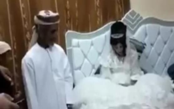 مسنٍّ عماني يتزوّج لأوّل مرّة بعد إتمامه الـ 76 من عمره